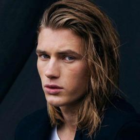 1-blonde-shoulder-length-hair-men