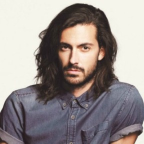 1-wavy-shoulder-length-hair-men