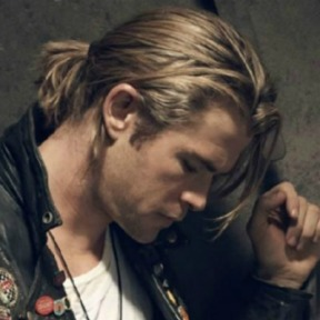 ponytail-men-chris-hemsworth